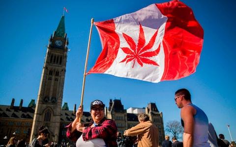 Канада с важна стъпка към пълна легализация