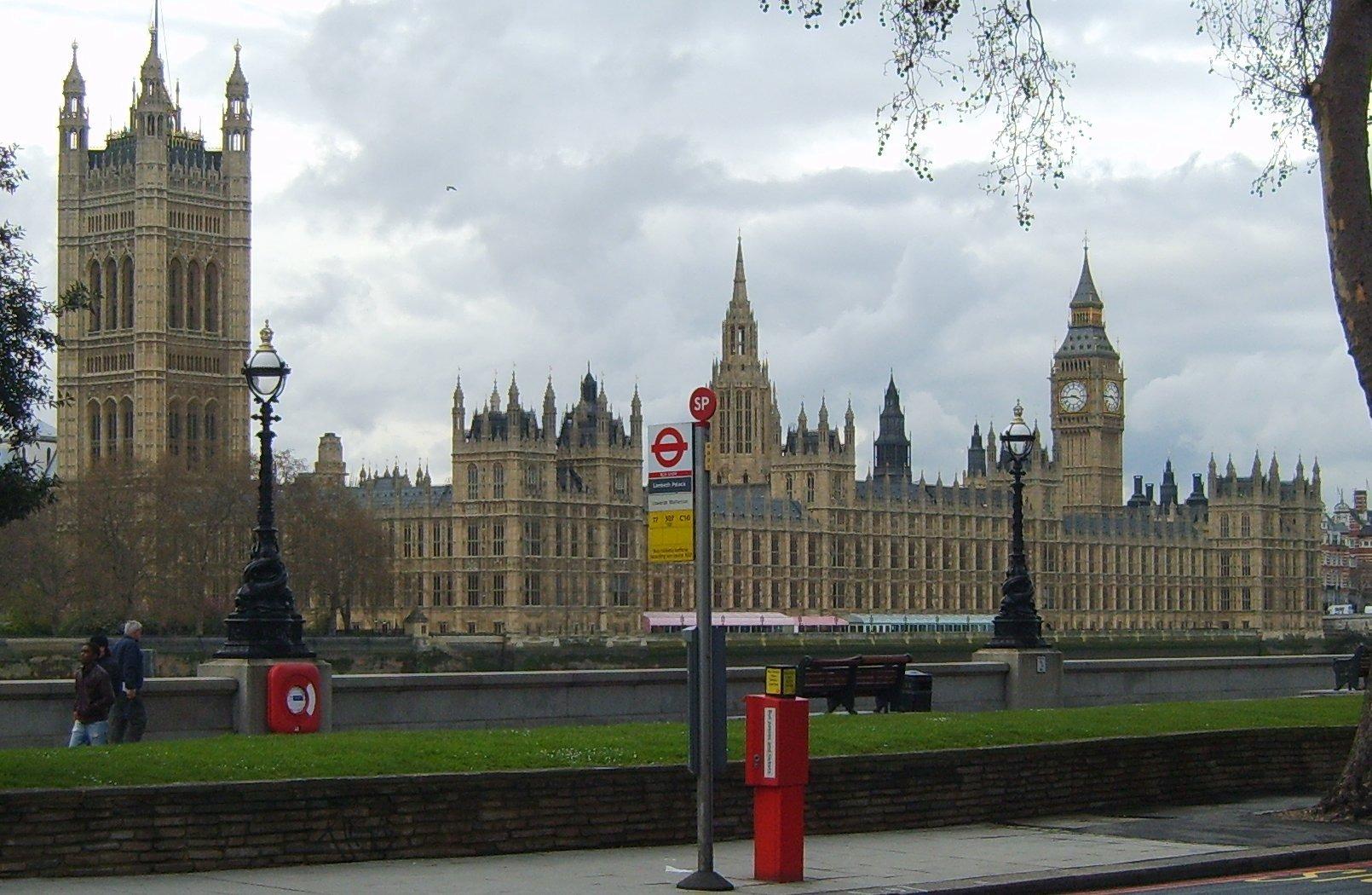 Законите за канабиса ще бъдат обсъдени в английския парламент