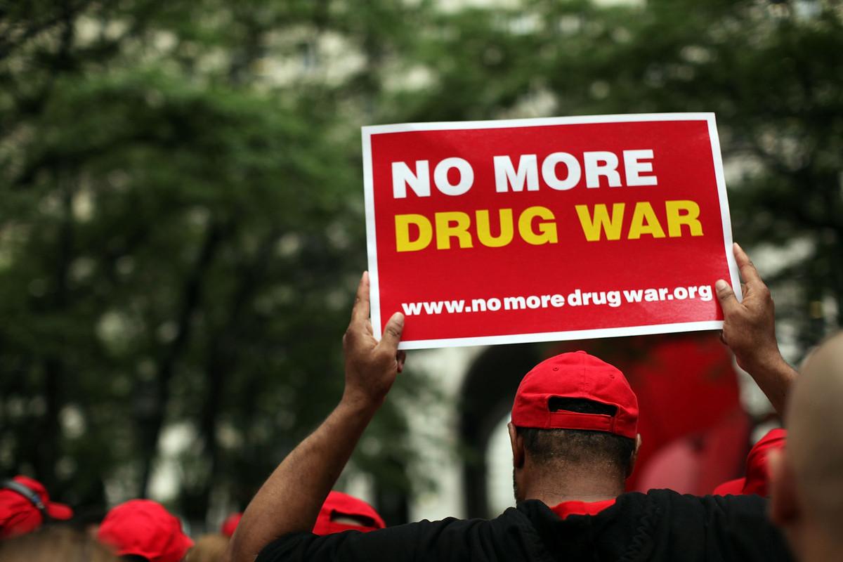Нобелови лауреати пледират за край на войната срещу наркотиците