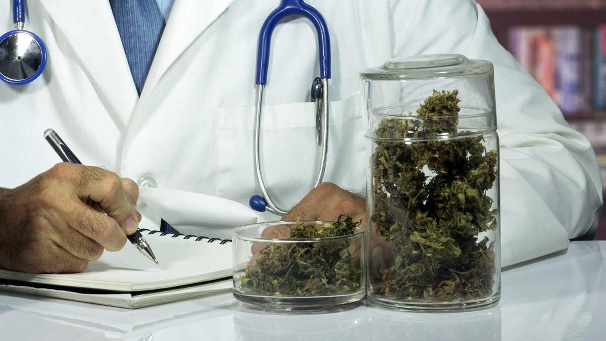 Докторите в Англия ще могат да предписват канабис